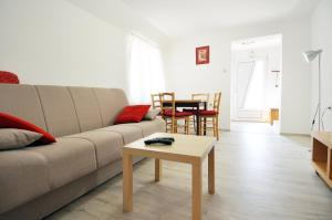 A seating area at Apartment Mir