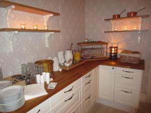 A kitchen or kitchenette at Sörnäsgården Bed & Breakfast