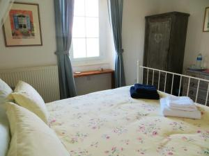 A bed or beds in a room at La Maire