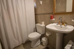 A bathroom at Patagonia Hostel
