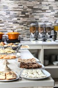 Breakfast options available to guests at Los Yamanas