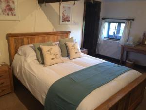 A bed or beds in a room at The Oast