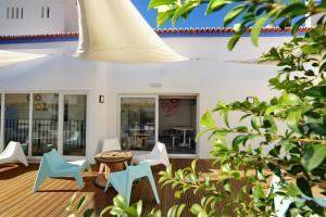 Um restaurante ou outro lugar para comer em Son of a Beach Hostel