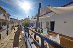 Uma varanda ou terraço em Son of a Beach Hostel