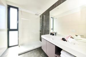 A bathroom at Villa Contessa