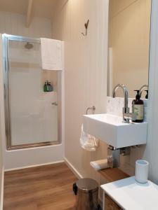 A bathroom at Alkira