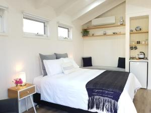 A bed or beds in a room at Alkira