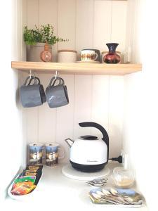 A kitchen or kitchenette at Alkira