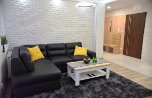 A seating area at Apartamenty Platan Opieszyn 2