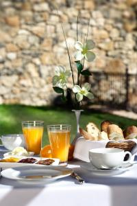 Breakfast options available to guests at Hotel Rural Los Ánades