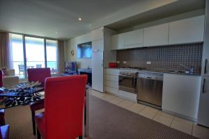 A kitchen or kitchenette at Pier 216