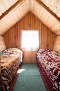 Кровать или кровати в номере Kauksi Campsite