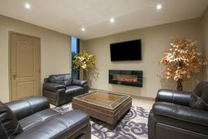 A seating area at red maple inn and suites