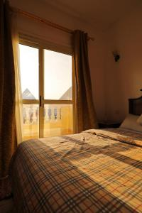 A bed or beds in a room at Pyramids Loft Guesthouse