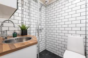 Et badeværelse på Pikisaari Guesthouse