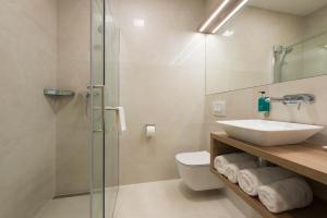 A bathroom at Ahotel Ljubljana