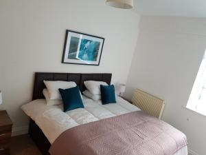 A bed or beds in a room at Norfolk House