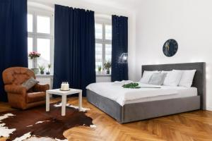 A bed or beds in a room at OZONOWANE Apartamenty St Martin Poznan Centrum