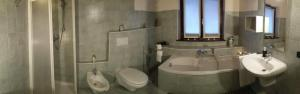 A bathroom at Ai Tre Portoni