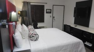 A bed or beds in a room at Legend Hotel Hollywood