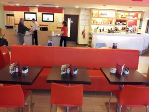 A restaurant or other place to eat at ibis Gloucester