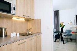 A kitchen or kitchenette at Residhome Bordeaux