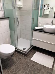 Ein Badezimmer in der Unterkunft Hotel Hinz