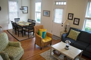 A seating area at Sail On Three-Bedroom Home