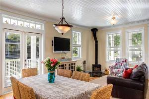A seating area at Cooking up Memories Three-Bedroom Home