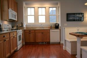 A kitchen or kitchenette at Flotsam House Two-Bedroom Home