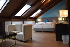 A bed or beds in a room at Atel Hotel Lasserhof