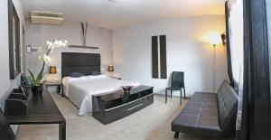 A bed or beds in a room at Hotel Residenza Alighieri