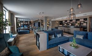 The lounge or bar area at Clarion Collection Hotel Atlantic