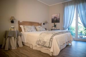 Een bed of bedden in een kamer bij B&B La Dimora Del Garda
