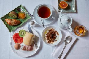 Breakfast options available to guests at Hotel Monterosa