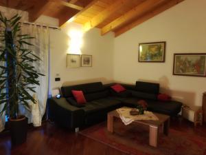 A seating area at Ai Tre Portoni