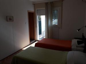 A bed or beds in a room at Basil Apartments and Rooms