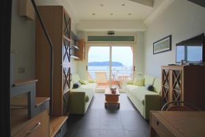 A seating area at iCasamia Studio Bay View
