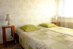 A bed or beds in a room at B&B Le Cottage Paris Saclay