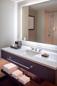 A bathroom at Grand Hyatt Denver