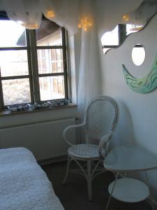 Ein Sitzbereich in der Unterkunft Bakkegaard Møns Klint