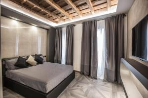 A bed or beds in a room at DaVinci Apartament near Duomo
