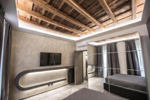 A television and/or entertainment center at DaVinci Apartament near Duomo