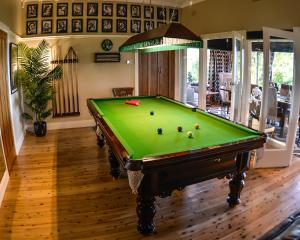 A pool table at Mountain Whispers Chatelaine Valley