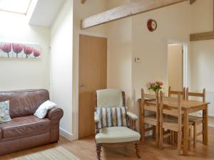 A seating area at Dairy Cottage