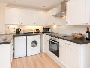 A kitchen or kitchenette at Valley View