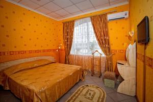 Кровать или кровати в номере Прибрежная