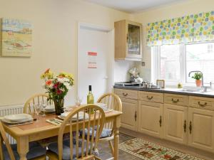 A kitchen or kitchenette at Seaside Escape