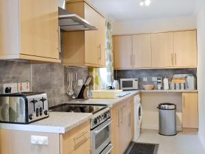 A kitchen or kitchenette at Taigh Chirsty