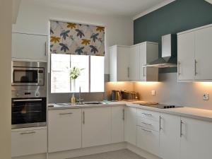 A kitchen or kitchenette at Strowan